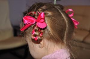 плетение косы с лентой